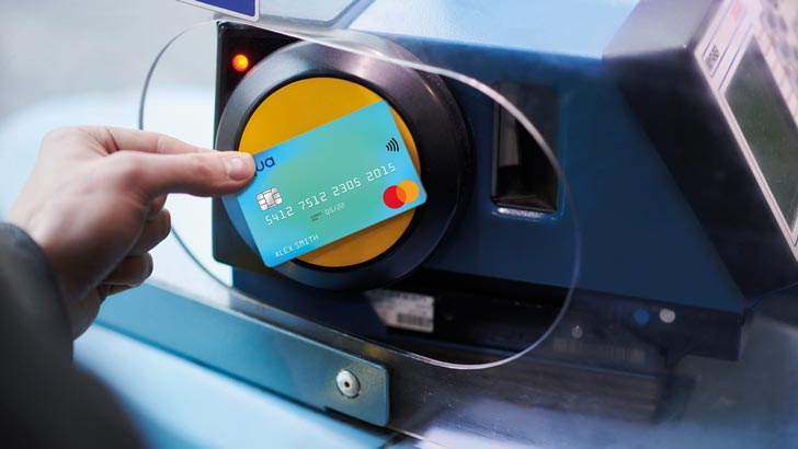 using aqua card contactless on the bus